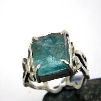 Кольцо из серебра с натуральным Апатитом