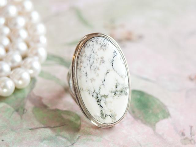 Кольцо с натуральным Кахолонгом
