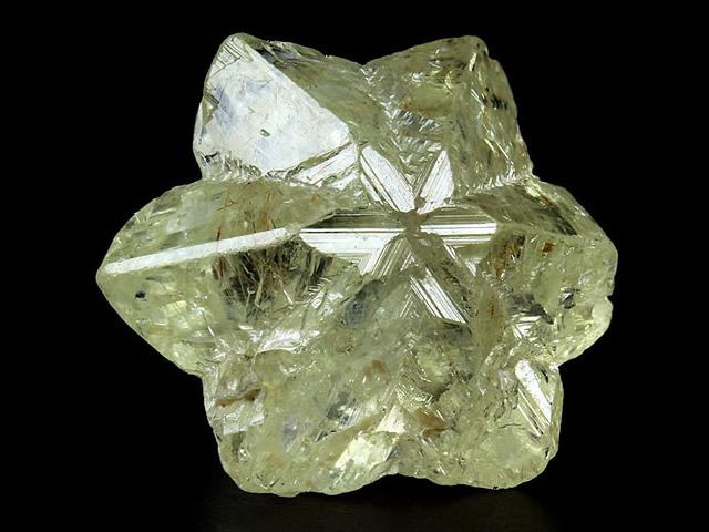 Камень группы Александритов в форме звезды