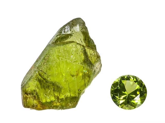 Хризолит в виде горной породы и обработанный