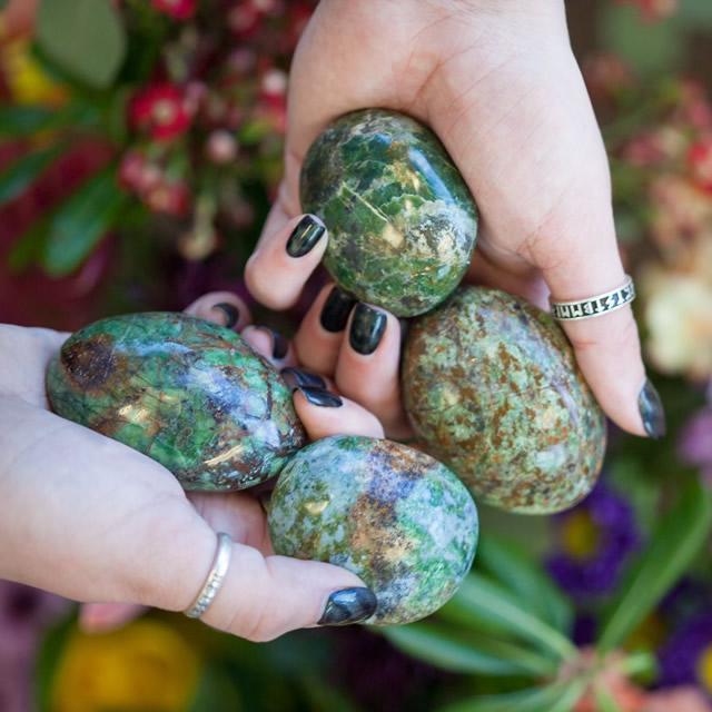Камни Хризопраза для магических ритуалов