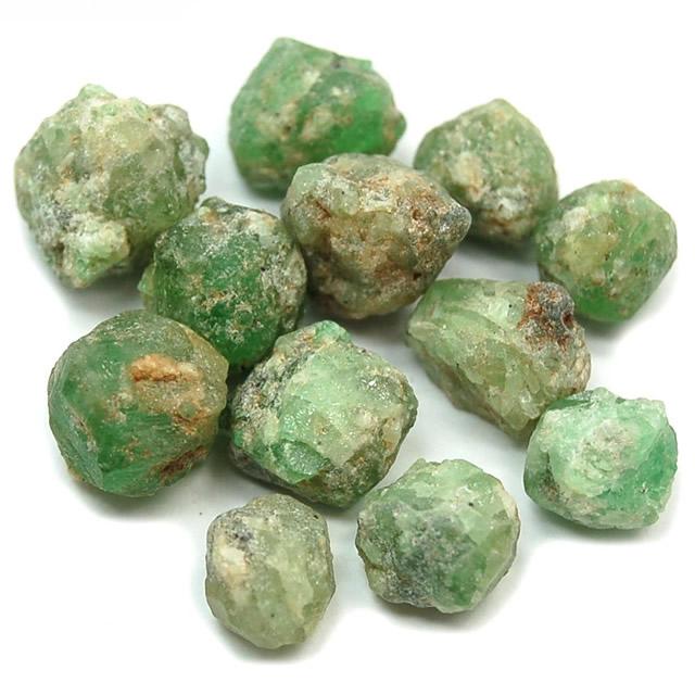 Россыпь камней Демантоида