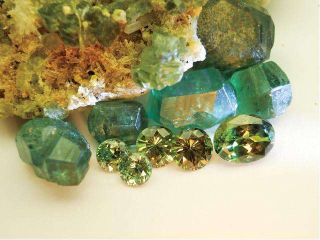 Магический камень с Уральских гор Демантоид
