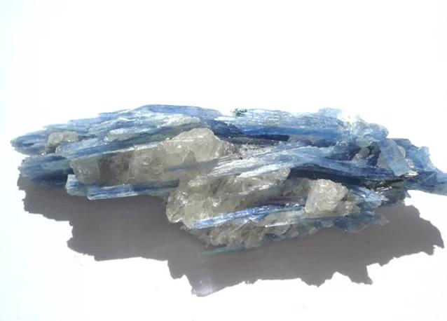Фрагмент породы минерала Кианит