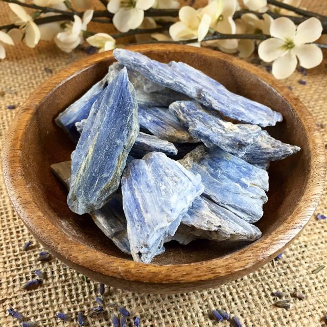 Натуральный минерал Кианит