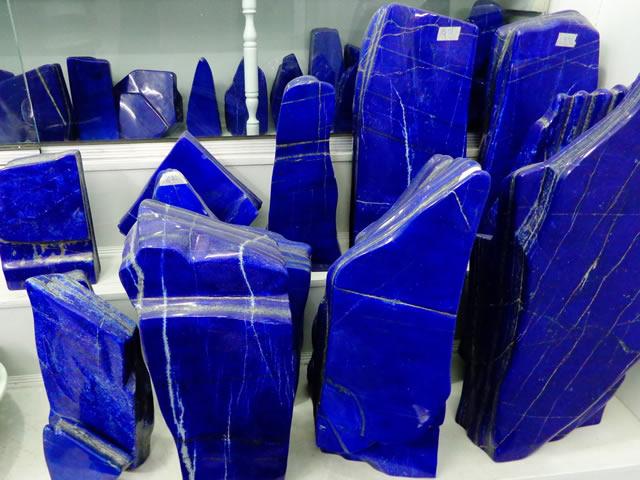Крупные камни Лазурита из музея