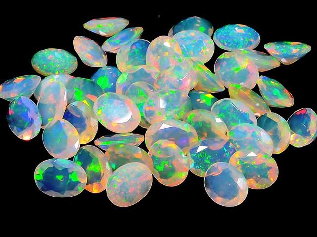 Россыпь кристаллов Опала