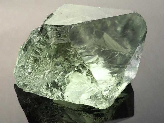 Драгоценный камень Празиолит