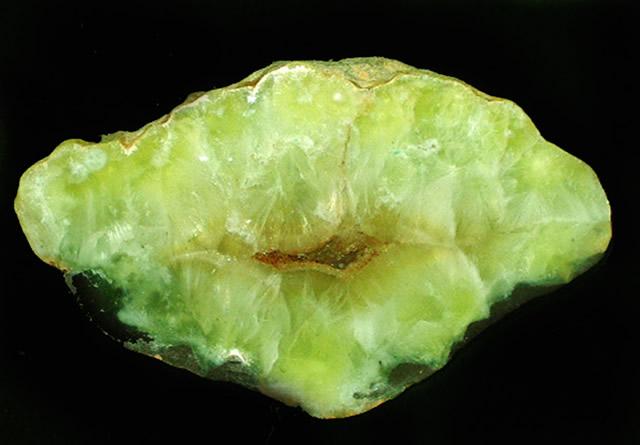 Драгоценный камень Пренит