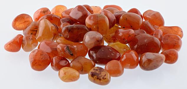 Россыпь натуральных камней Сердолика