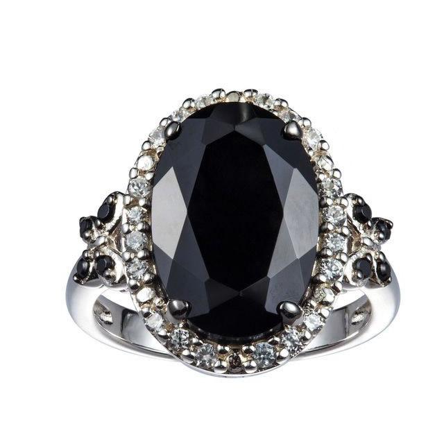 Серебряное кольцо с черной шпинелью