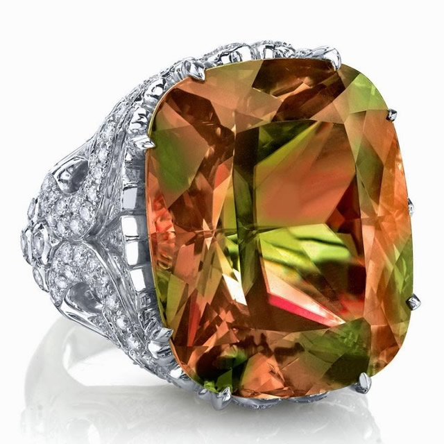 Драгоценное кольцо с крупным Султанитом