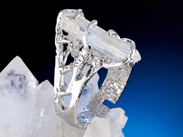 Серебряное кольцо с природным горным хрусталем