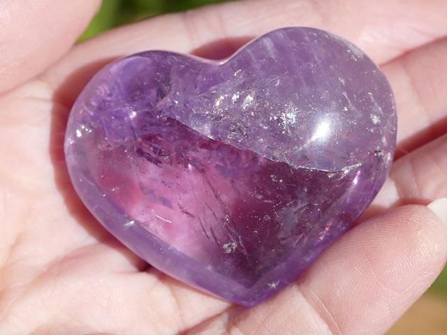 Крупный аметист в форме сердца
