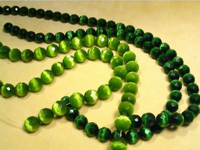 Ожерелье из зеленого кошачьего глаза