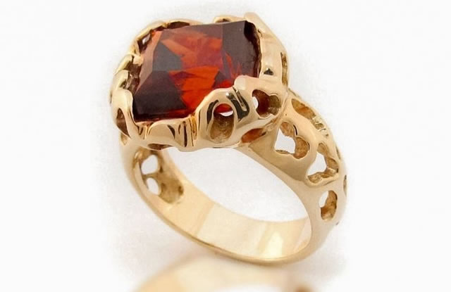 Золотое кольцо с Гиацинтом