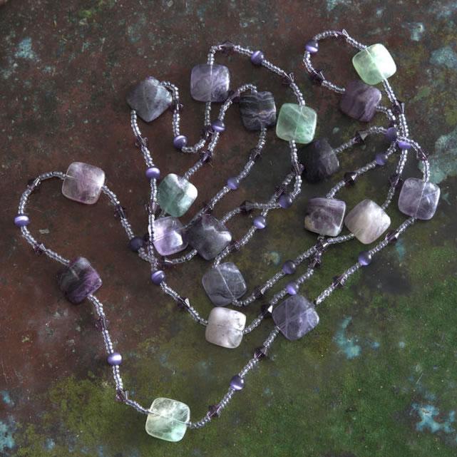 Ожерелье с природным камнем флюорит