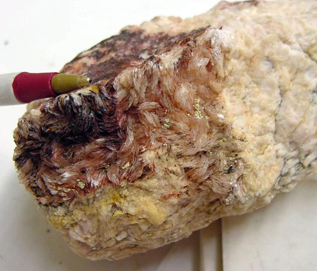 Крупная порода натурального Алунита