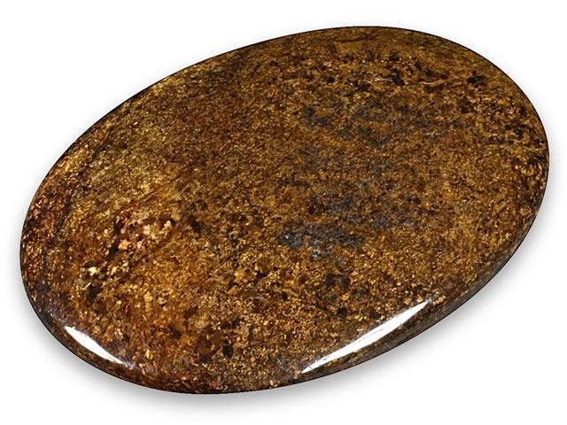 Крупный камень натурального бронзита