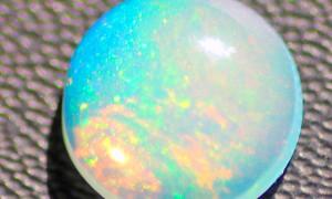 Камень Опал: целебный талисман творческих личностей