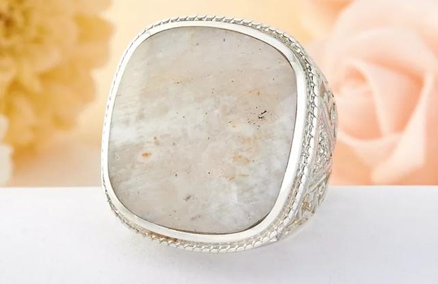 Серебряное кольцо с природным беломоритом