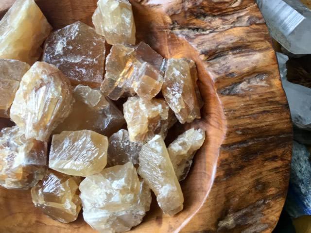 Медовые природные кальциты